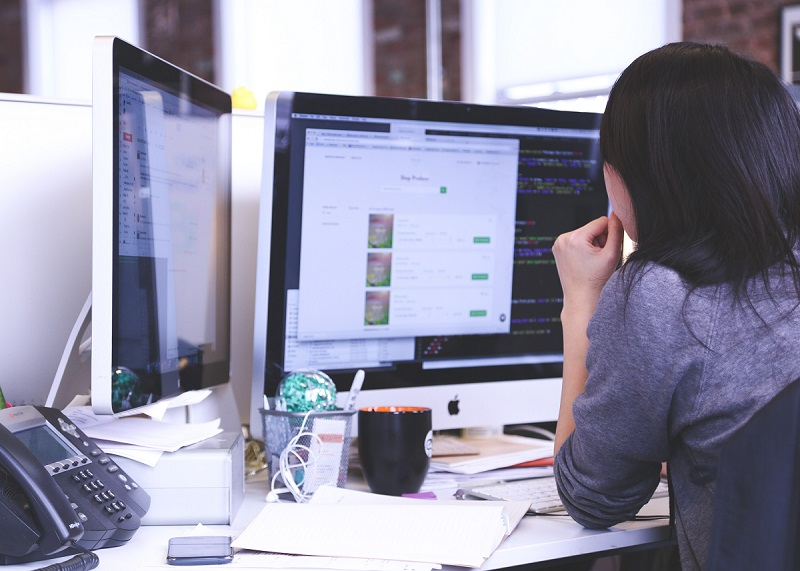 woman looking at data on computer screen for backups & disaster recovery